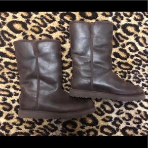 Leather Uggs-classic short